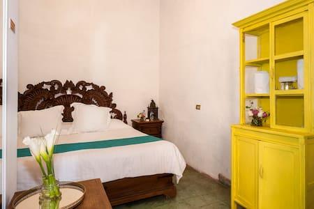 Habitación centro TAMBOR, 2 pax - San Miguel de Allende - Bed & Breakfast