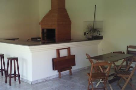 Casa de Madeira em Águas da Prata - Haus