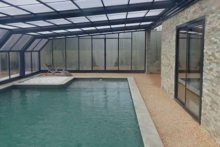 Gite parc animalier piscine chauffé - Maison