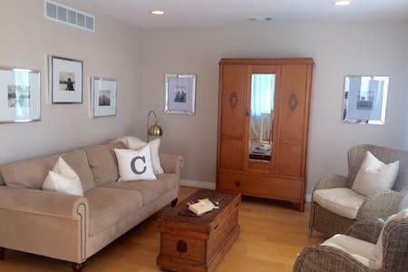 Cozy lake hideaway -entire home - Orion charter Township