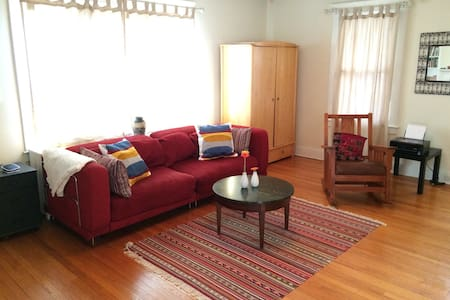 Bright, Practical & Easy Living - West Hartford - Apartment