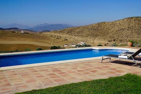 Charming cottage with amazing views - Villanueva de la Concepción - Chalet