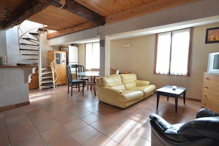 Arrière-pays de Nice,Maison de village authentique - Apartment