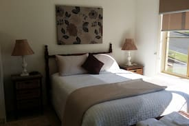 Picture of Oleander House -Spacious Bedroom & Private Ensuite