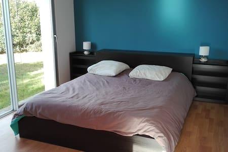Chambre lit 160 cm, maison d'architecte proche mer - Saint-Quay-Perros - House
