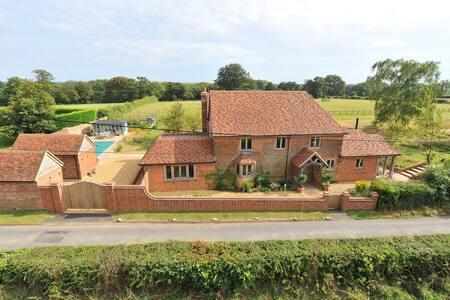 Grovers, Runwick, Farnham GU10 5EF - Surrey
