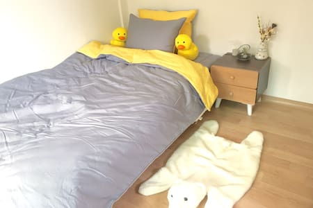 2min from Itaewon!  Cozy room