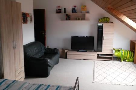 1 Zimmer mit je 2 Einzelbetten - Lemgo - Casa