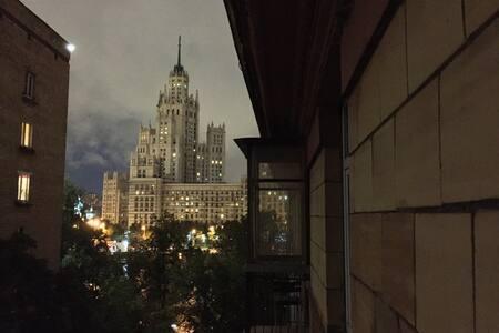 Комната с балконом в 20 минутах ходьбы от Кремля - Appartement