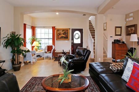 Peaceful rooms near DISNEY - Huis