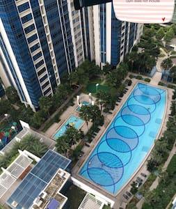 市中心舒适三居室 带有停车位,对面大型商场,楼下花拉地铁两分钟 - Singapore - Apartment