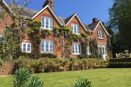 In the heart of a Wiltshire village - Casa