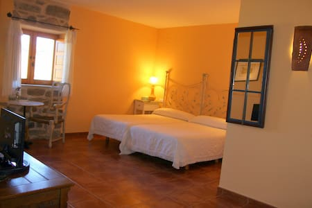 Hotel Rural la Casa del Gallo. Habitación 5 - Almeida de Sayago, Zamora