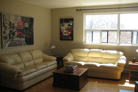 Big bedroom in the Beautiful Beaches! - Toronto - Apartment