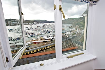 Sunny attic suite with amazing view - Kingswear