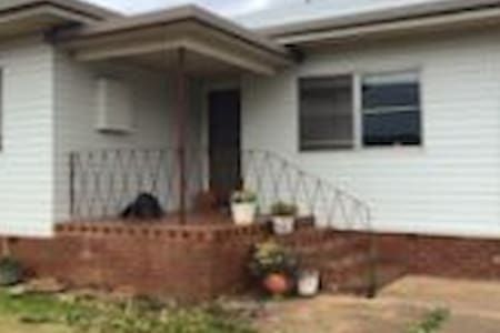 Parkes NSW just Renovated - House