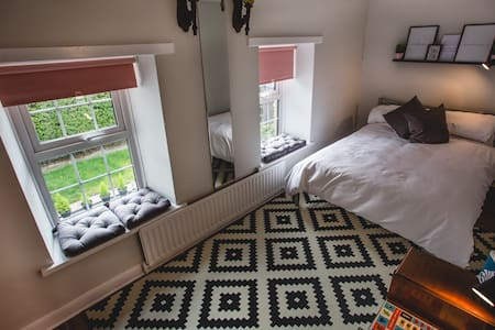 Warm Welcome in Modern Farmhouse! ❤ - Glengormley