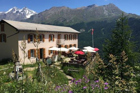 Edelweiss-Peaceful Mountain Pension- Single Room 1 - Zermatt - Bed & Breakfast