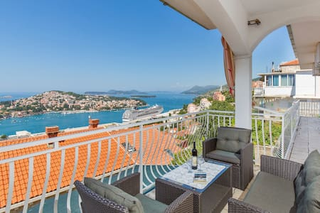 DANICA GUESTHOUSE WITH AMAZING VIEW - Dubrovnik - Bed & Breakfast