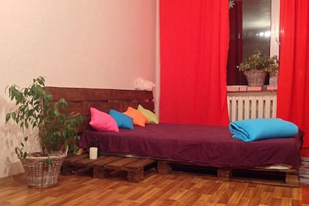 spacious room in Kiev for travelers - Apartment
