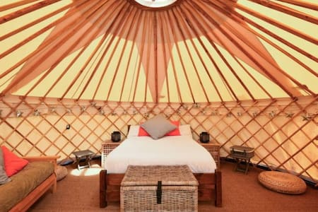 Luxury Yurt at Hale Farm Campsite - Chiddingly