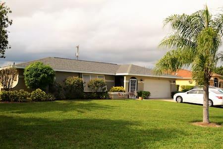 Private guest rooms & bath w/pool! - Cape Coral - Maison
