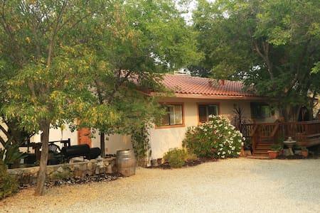 Dakota Ranch Vineyard - Haus