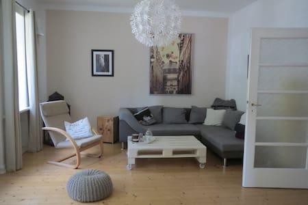 Ruhig gelegene 3-Zimmer Wohnung (gute Anbindung) - Hannover - Appartamento