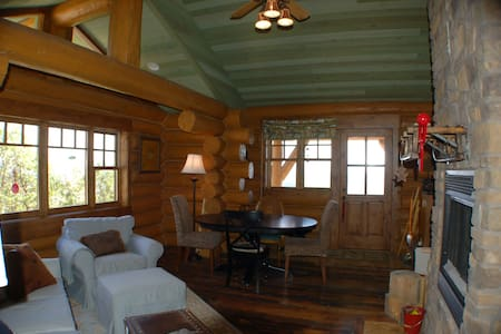 Family Log Cabin on 60 Acres - Stuga