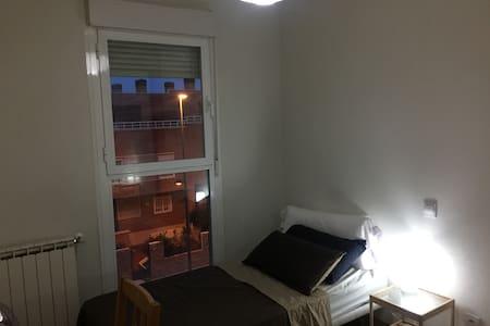 Habitación privada - Piso de lujo a 15m de Madrid - Pis