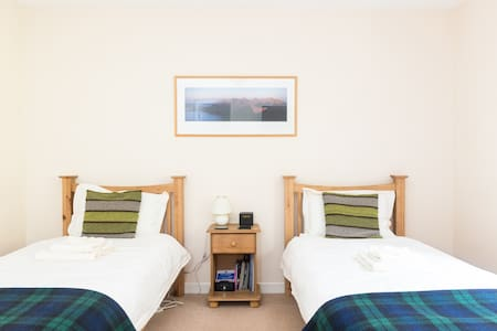 Oak Twin Room with Garden View - Invermoriston