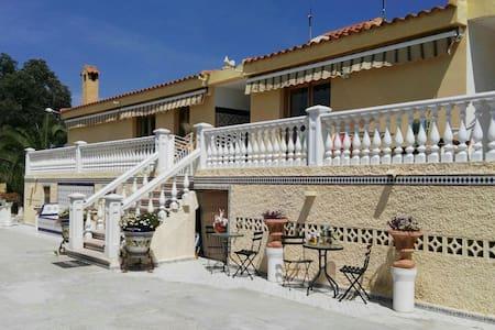 Gezellige 2pk in typisch Sp. finca - Villa