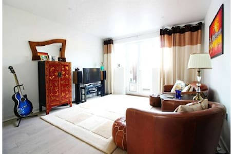 Exquisite flat, big room, and superb location - Waltham Cross - Apartment