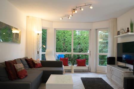 Lichtdurchflutete Einliegerwohnung mit Garten - Apartment