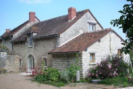 Les Valérianes, demeure de charme - Antogny-le-Tillac - House