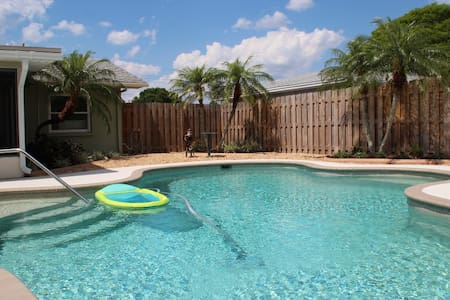 Pool home, mins to Anna Maria Is & IMG Academy - 一軒家