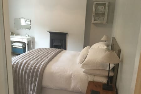 Beautiful room in heart of Mumbles. - Casa