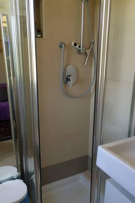 Primo piano - Bagno, doccia