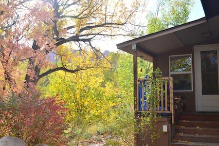 A Creekside Retreat B&B- Breakfast, Views, Comfort - Moab - Гестхаус