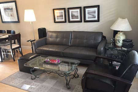 Private Room w/ Attached Bath & Garage Parking! - Tustin - Talo