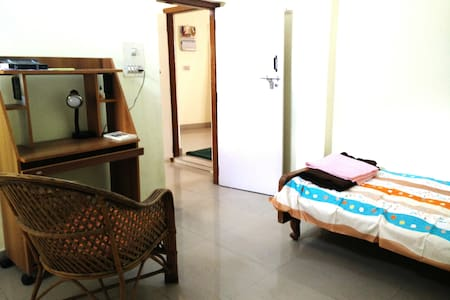 Home stay with Yoga, Brigade Road- 2 bedroom house - Bangalore - Maison