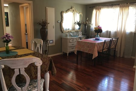 GORGEOUS REMODELED ESTATE 2 MILES FROM THE SQUARE! - ソノマ - 別荘