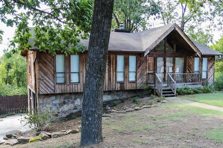 Quiet, Cozy Home 4 Miles from Downtown BHM - Casa