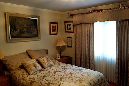 1 bedroom with private bath - Burlingame - Bed & Breakfast