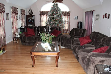 6 Bedroom Home Away From Home-POOL - Mattituck - Casa