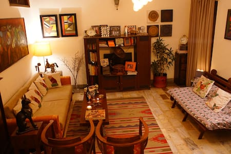 Bedroom with bath - Heart of Delhi - House