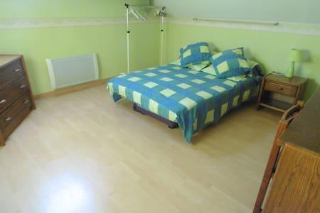 Chambre meublée de 15 m3 au 1er ét. - Arthon-en-Retz
