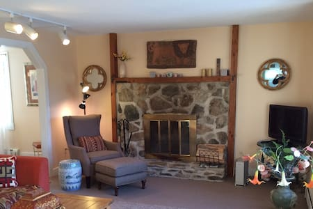 Beautiful private home on 5 acres of pasture! - Talo
