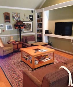 Eclectic, Centrally located House - Northport - House