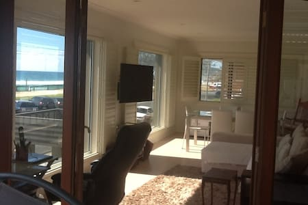 Right on Miami Beach. Superb views! Double bed. - Miami - Appartement